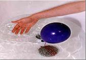 globo en el agua