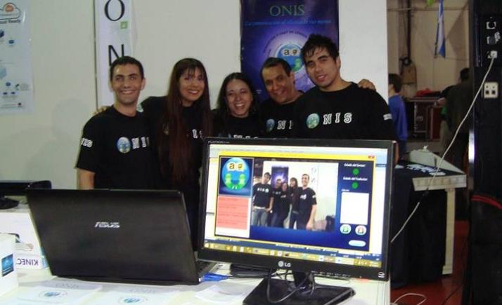Estudiantes de UNLaM que desarrollaron Onis